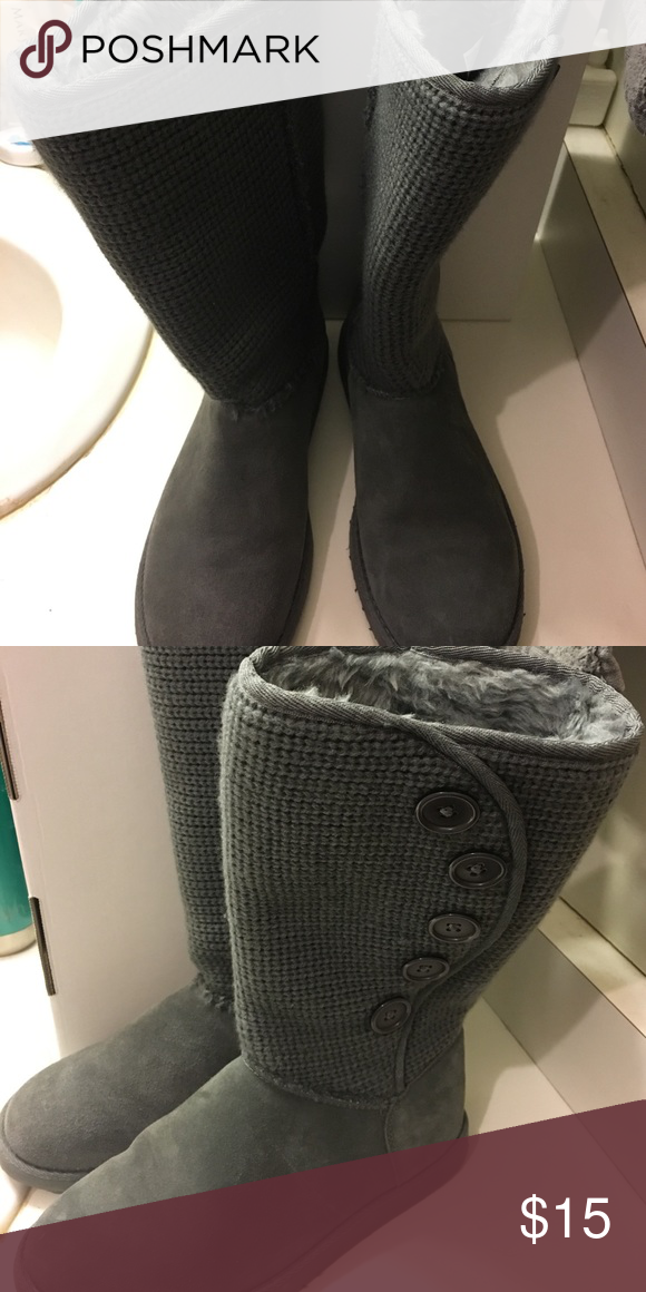 Grey sweater boots Adorable grey sweater boots. Good used condition melrose ave Shoes Winter & Rain Boots