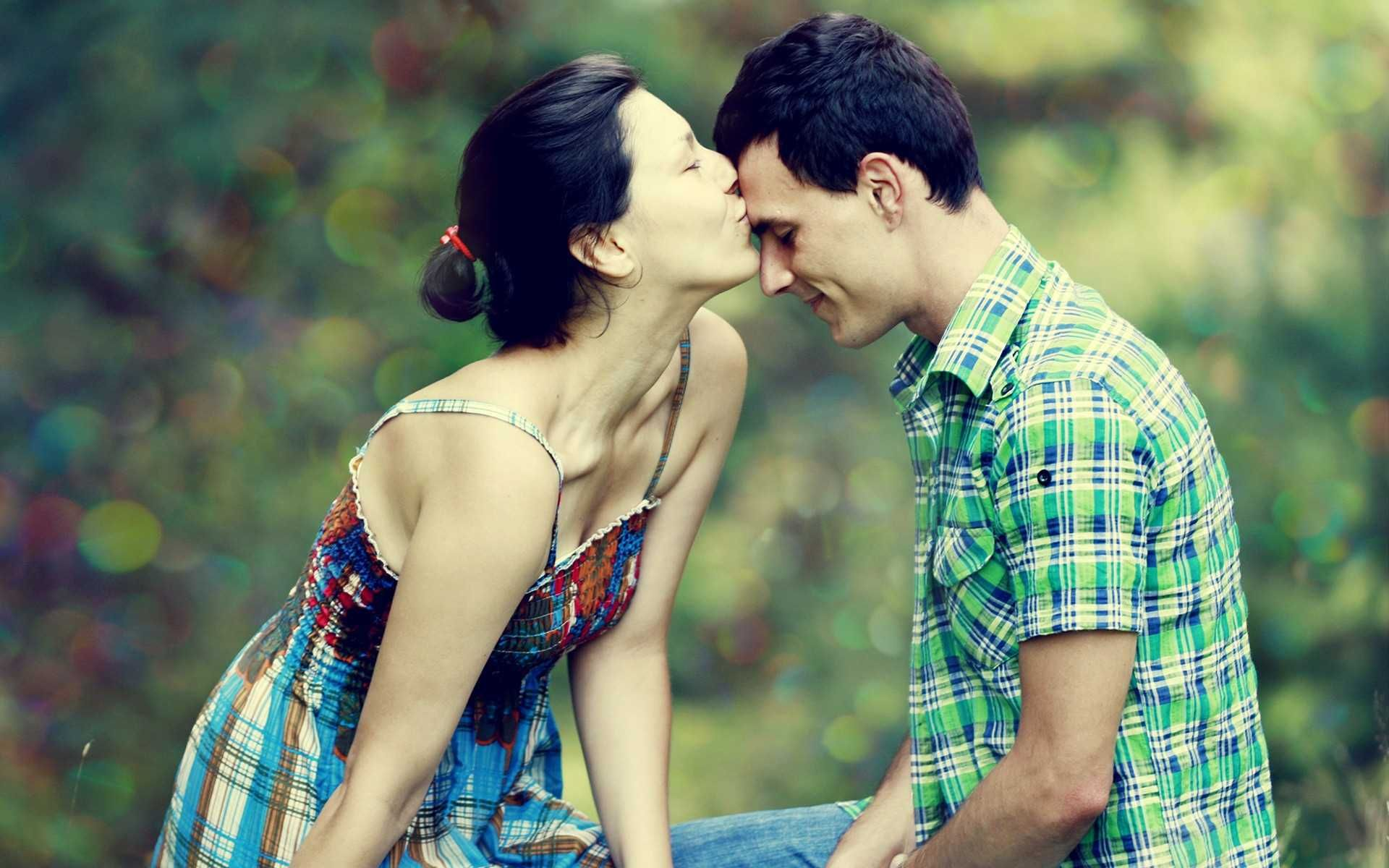 Download Cute Love Couple Wallpapers