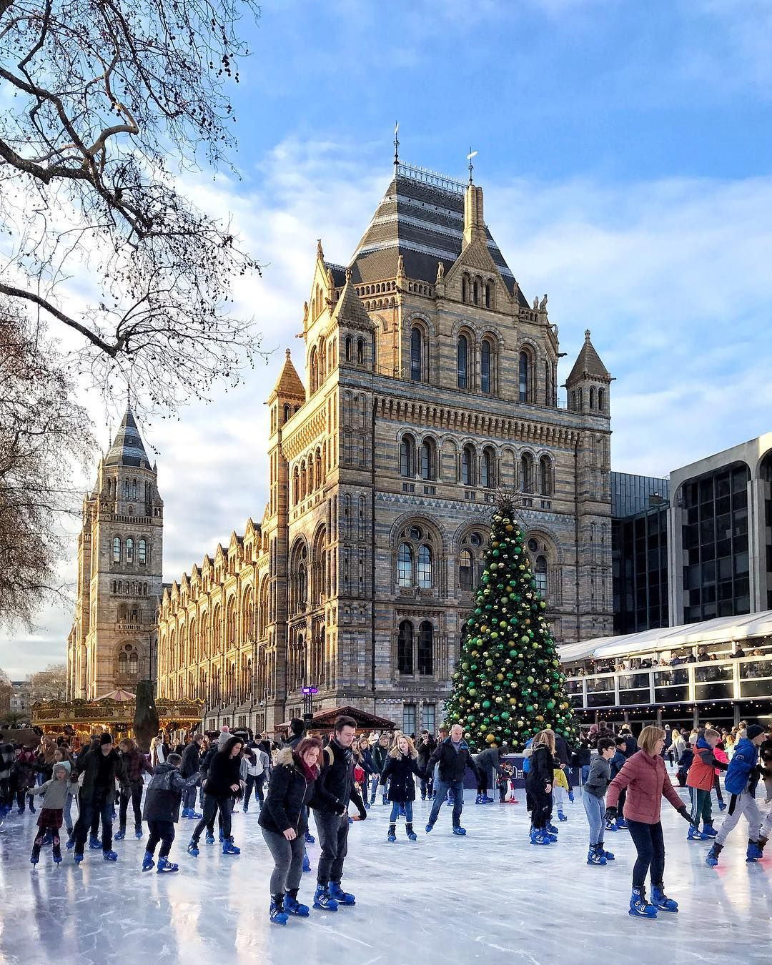 From Winter Wonderland And Traditional Markets To Ice Skating And Christmas S Winter Wonderland London Christmas Things To Do Things To Do In London
