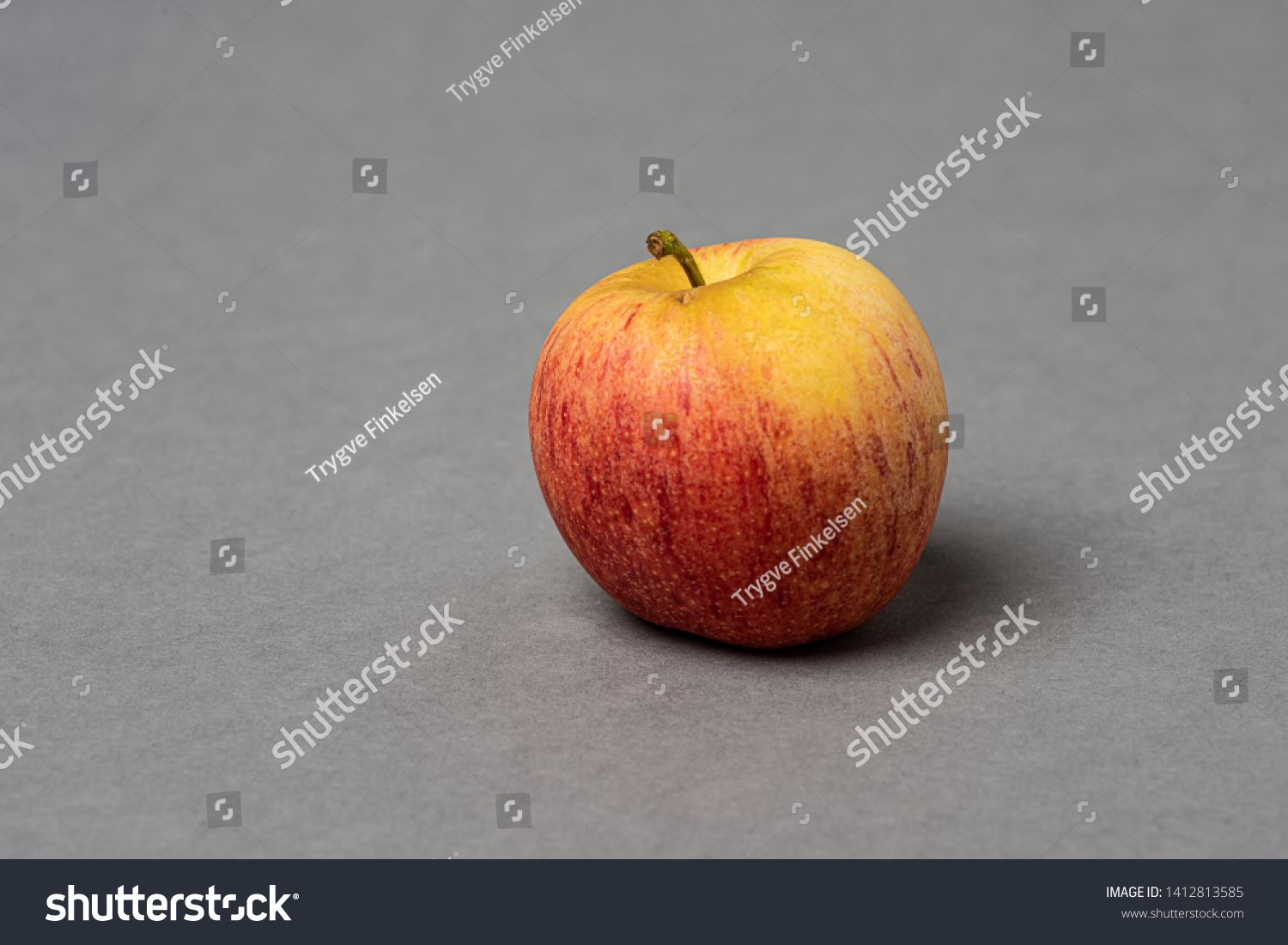Red And Yellow Apple On Grey Background Ad Paid Yellow Red Apple Background In 2020 Apple Background Yellow Apple Red Apple