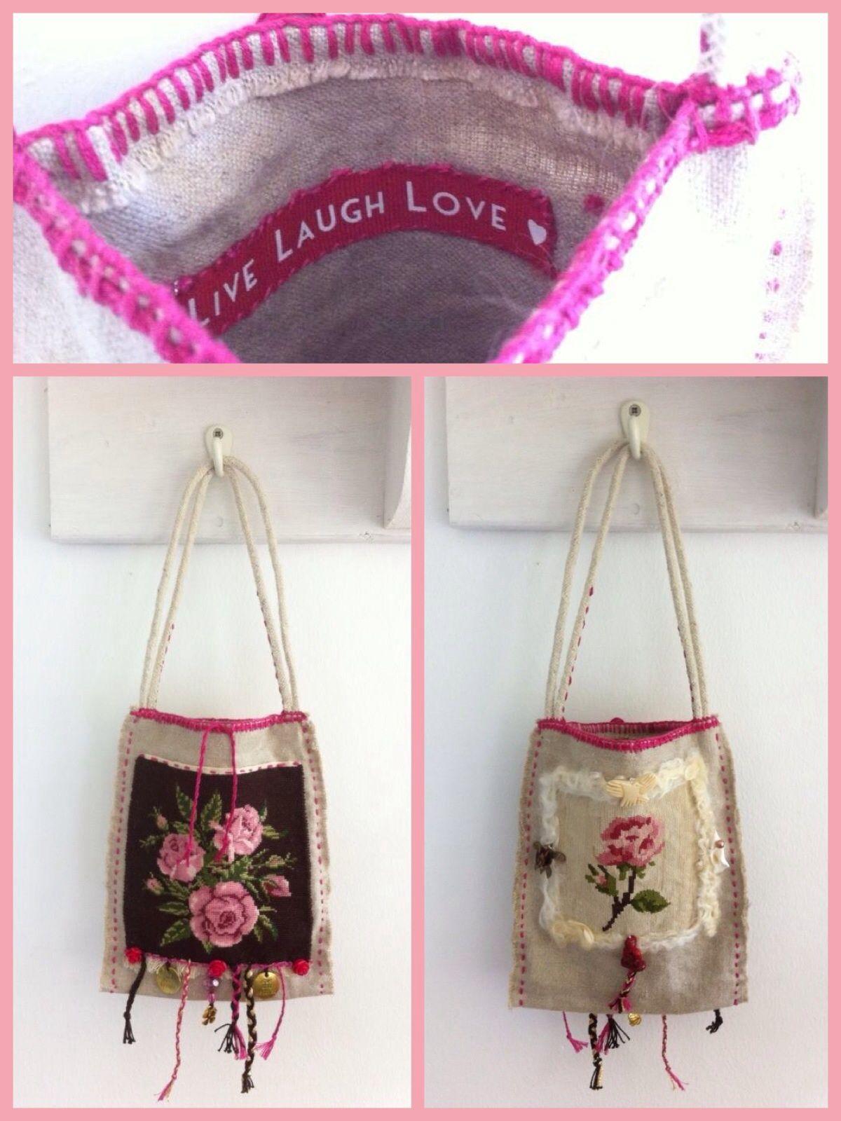 Rozentasje Gemaakt van oud linnen, antiek rozen-borduurwerk voor en achterkant Symbolen die bij de 4 windrichtingen horen. Vlechtwerk met verweven wensen. 17 x 21 cm Te koop