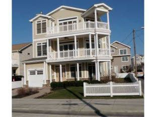 shore house for sale in brigantine nj find this home on realtor com rh pinterest com