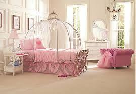 chambre de princesse avec un lit en carrosse | déco ...