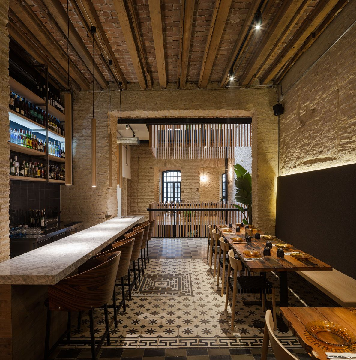 Restaurant Beleuchtung Donaire Arquitectos Rehabs An Old House Into A New Restaurant — Knstrct | Restaurant Interieur, Vinothek, Restaurant