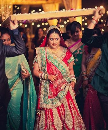 15 Beautiful Indian Brides Who Made Their Wedding Entrance A Stunning Visual Treat