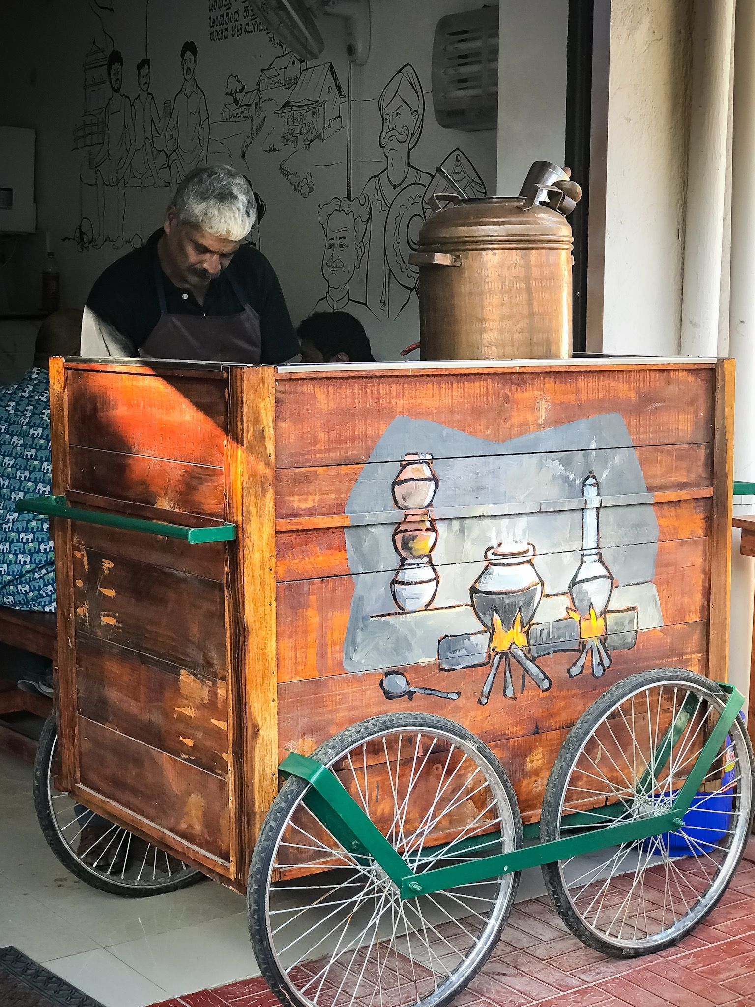 Kerala Tea S Brewed Unlike Rest On India Where Tea S Boiled Found This Lovely Small Cute Kerala Tea Sho Tea Store Design Coffee Shop Interior Design Tea Shop