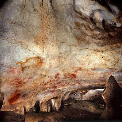 anel de las manos, en la cueva de El Castillo (Cantabria). Una de las siluetas de una mano tiene al menos 37.300 años y un disco rojo 40.800. Son las pinturas rupestres más antiguas de Europa