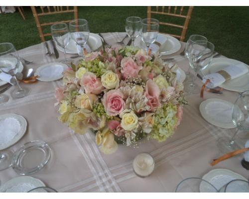 Arreglo con rosas centros de mesa para boda centros de - Arreglos de flores para bodas ...