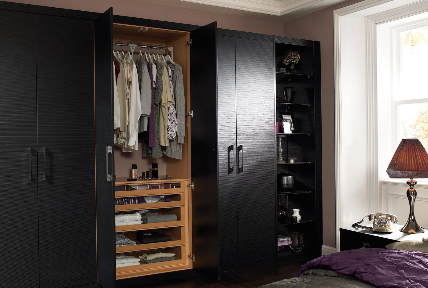 Maximum space from every millimeter the fitted wardrobes in the