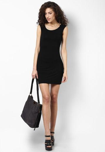 cacbbf05476 Look glamorous like a fashion diva by wearing this black dress from the  latest collection of