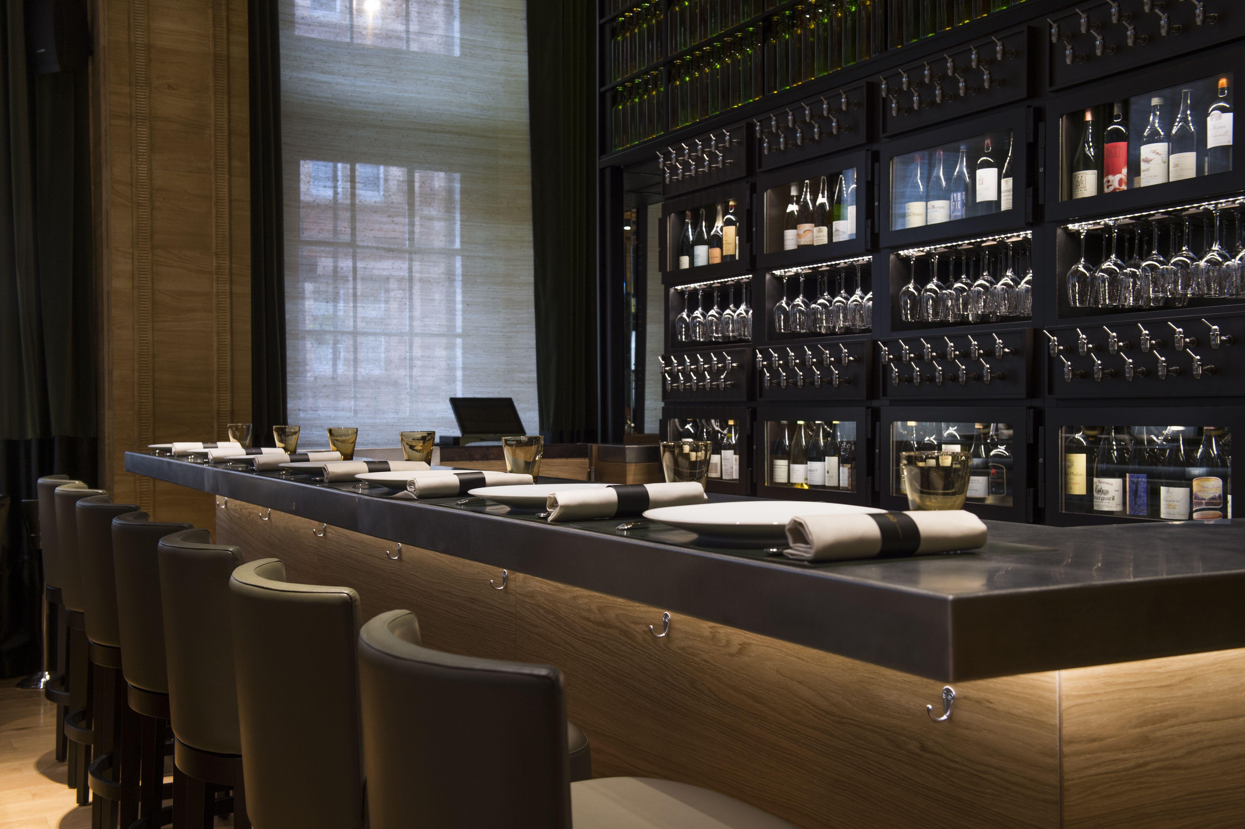 cave vin design sur mesure et distributeur de vin au verre provintech les 110 de taillevent. Black Bedroom Furniture Sets. Home Design Ideas