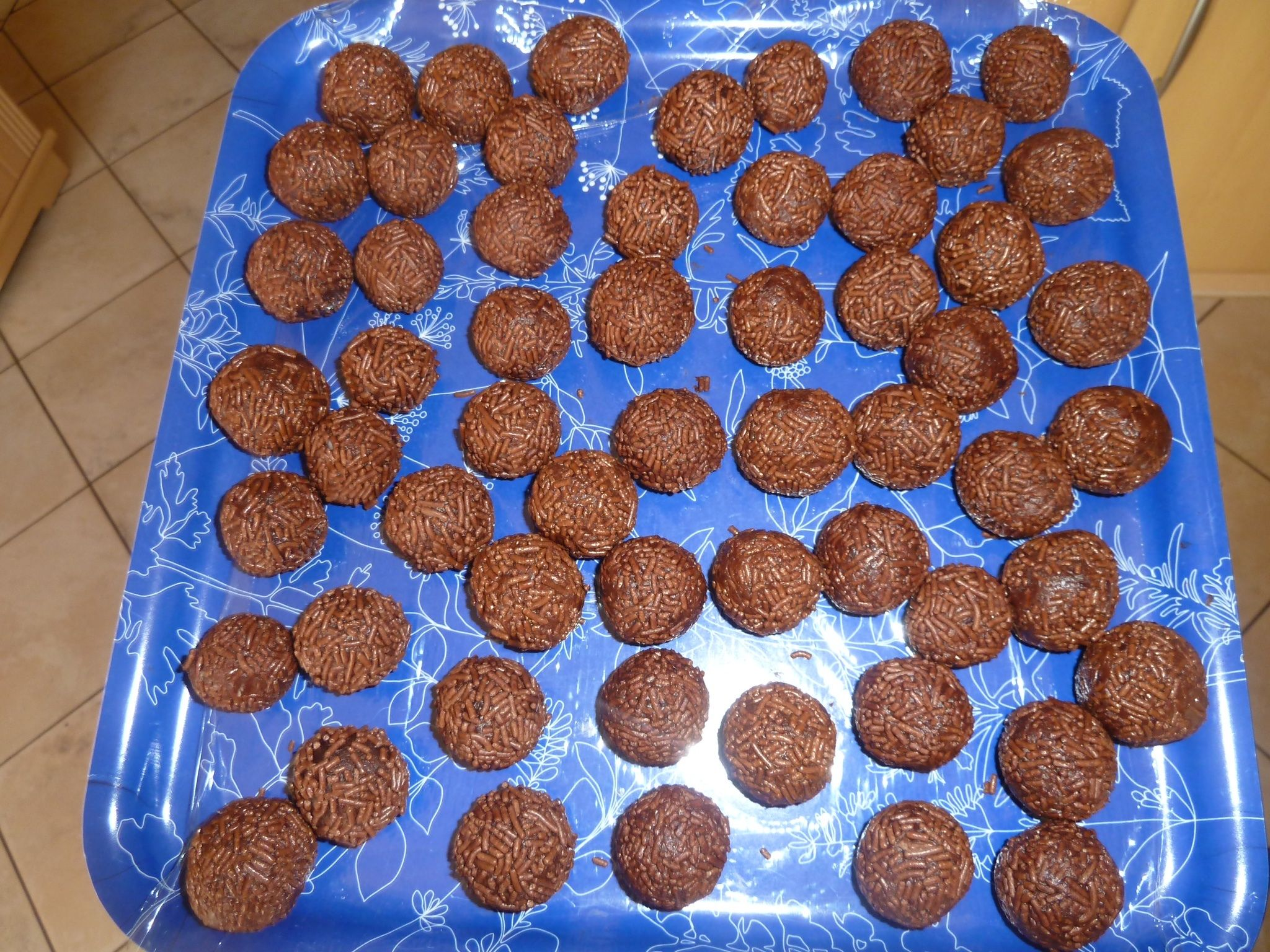 Rumkugeln aus Kuchenbrösel | Rezept | Backen | Desserts ...