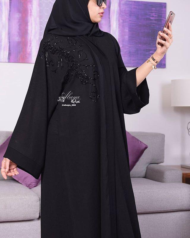 Repost Abaya 666 عرض خاص لمدة محدودة عباية راقية بقماش فخم عبايات بسعر 550 ريال 50 ريال مصاريف الشحن دا Abaya Fashion New Abaya Style Abaya Designs