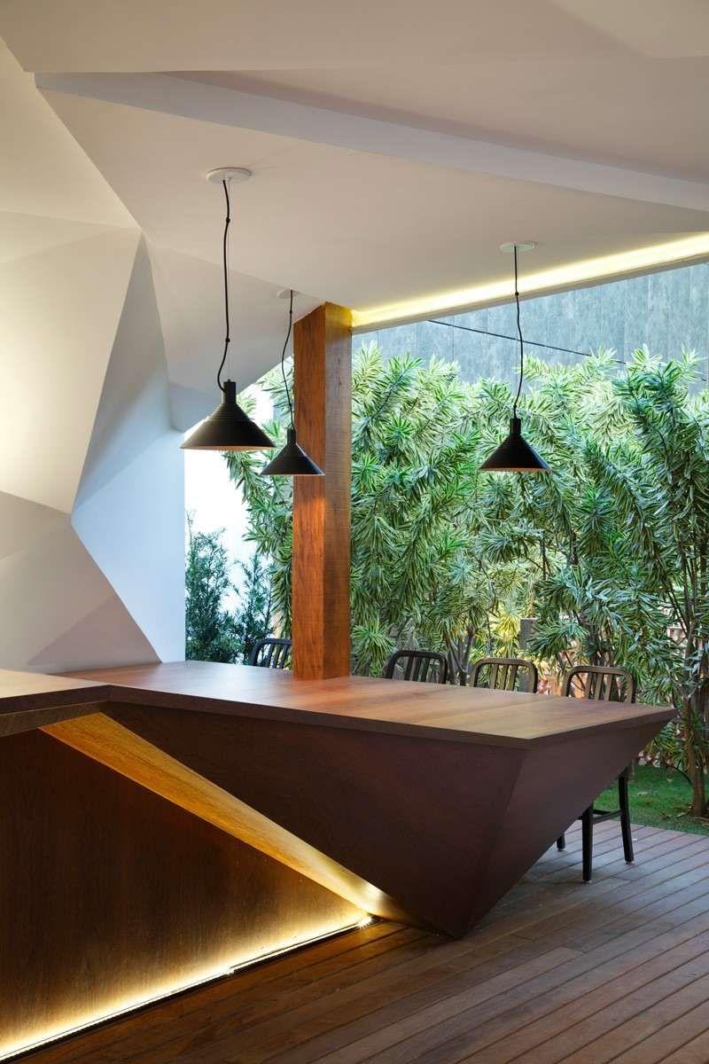 meuble bar design en bois massif avec clairage indirect intgr et suspensions noires - Meuble Bar Design