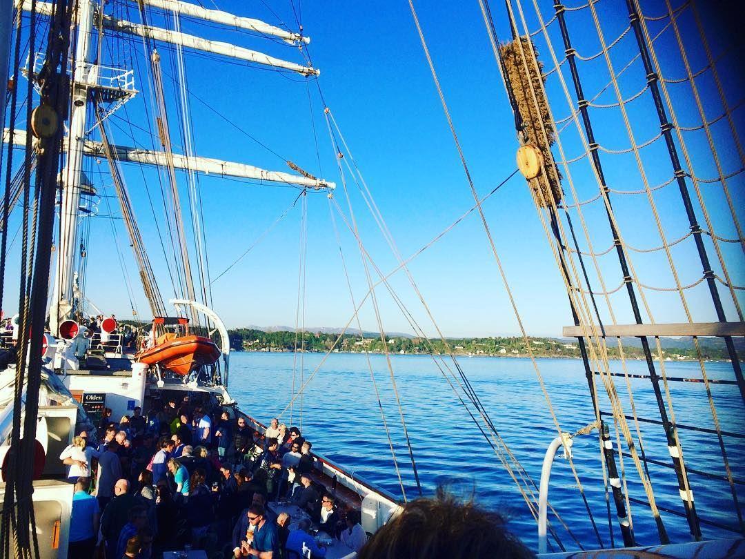 Nu har vi d meeeget fint  #bergen #mittbergen #norge #norway #mittnorge #seiltur #seilbåt #sailboat #sailaway #drifttekniskdivisjon #visitnorway #visitbergen #btsommer #statsraadlehmkuhl #beatyful #sun #sol #kollegaer #nrkhordaland by annelp85