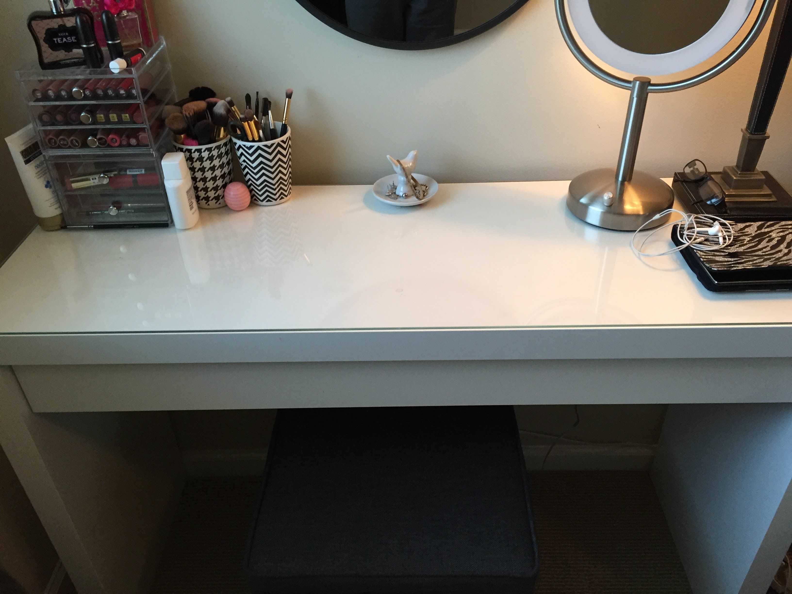 Here is a video on how to fix the Ikea malm dressing table drawer. I am in no way a professional. This is just how I fixed my vanity drawer and I thought it ...