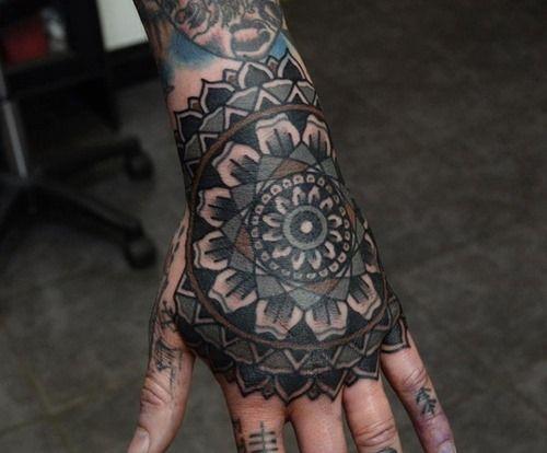 20 Mandala Tattoos For Men 4 Tatuajes Tradicionales Tatuajes Mandalas Design