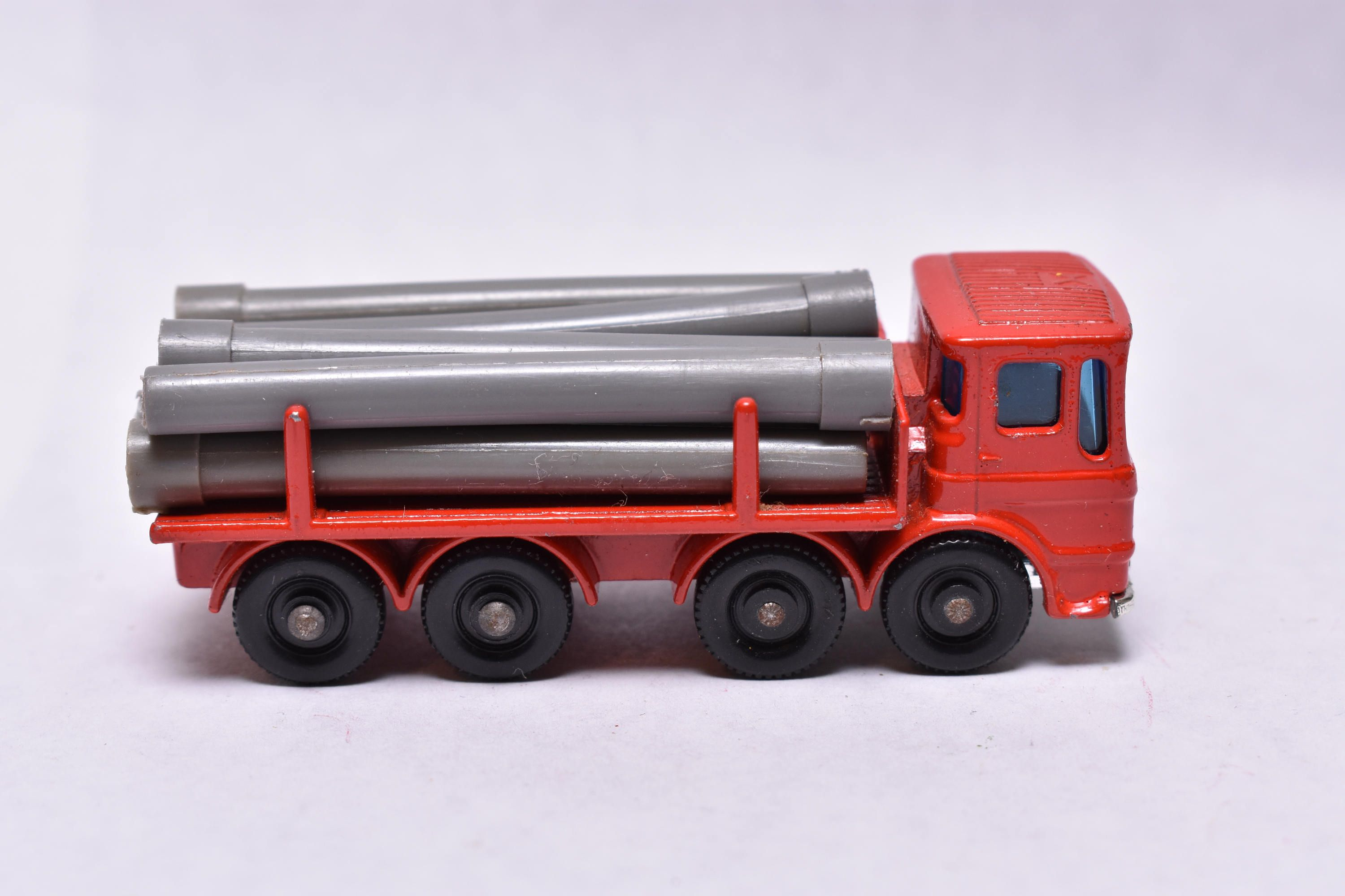 Matchbox Lesney No 10 Leyland Pipe Truck wPipes Red