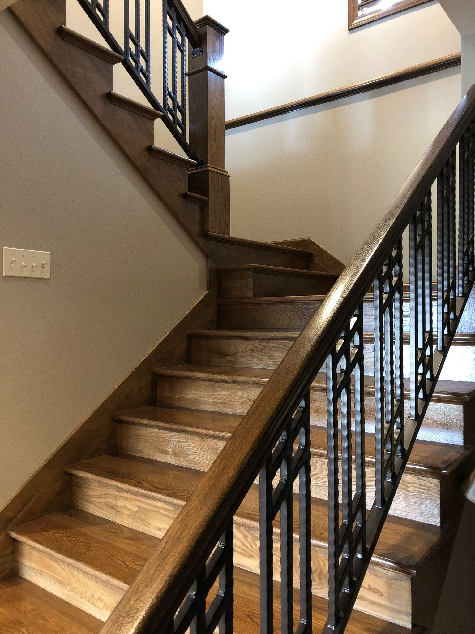 Best Red Oak Staircase With Metal Bars Complete Your Entry 400 x 300