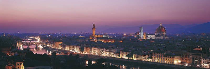 Toscanan kiertomatka vie keskelle sykähdyttävän Keski-Italian aarreaittaa. Historiaa ja kulttuuria henkivässä Firenzessä aistitaan historiallista tunnelmaa jyhkeän tuomiokirkon juurella. #Florence #Tuscany #Toscana #Firenze #Italy #Italia