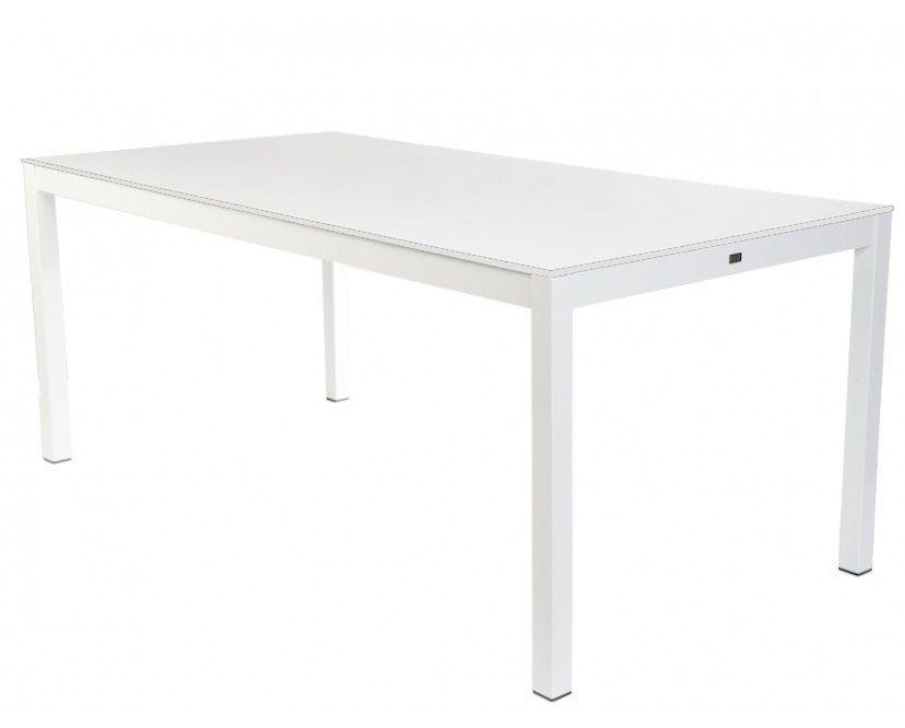 Jan Kurtz Bietet Mit Quadrat Einen Tisch Mit Mannigfaltigen