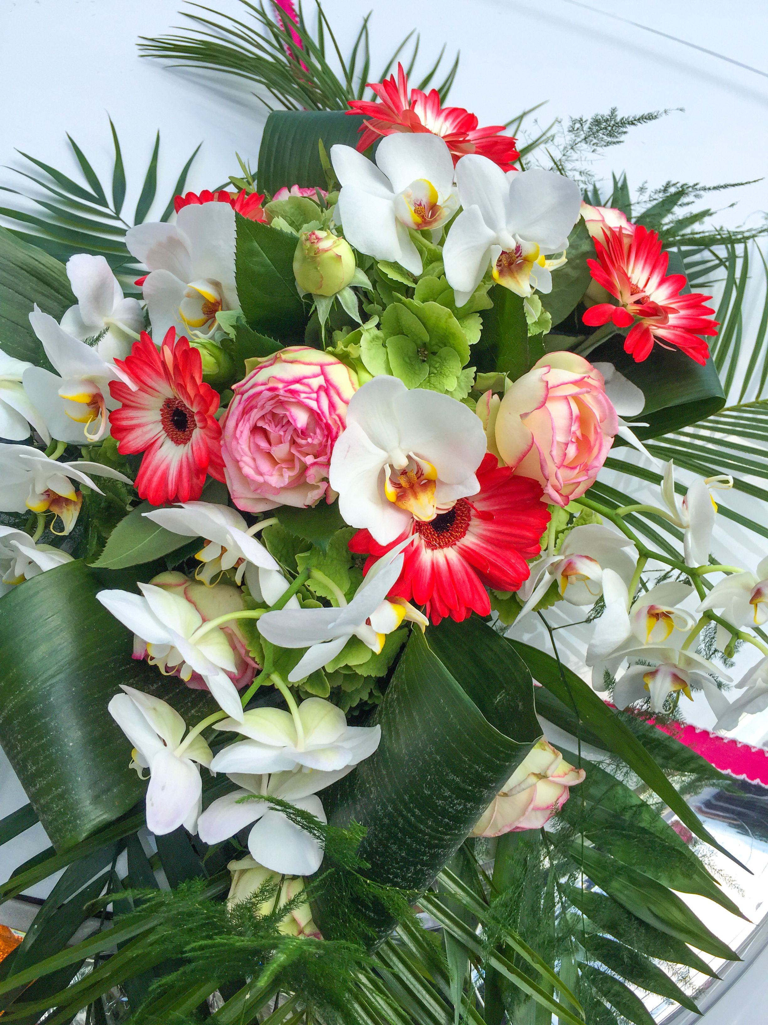 Blumen Fur Die Hochzeit Auf Der Motorhaube Stretchlimousine Rostock