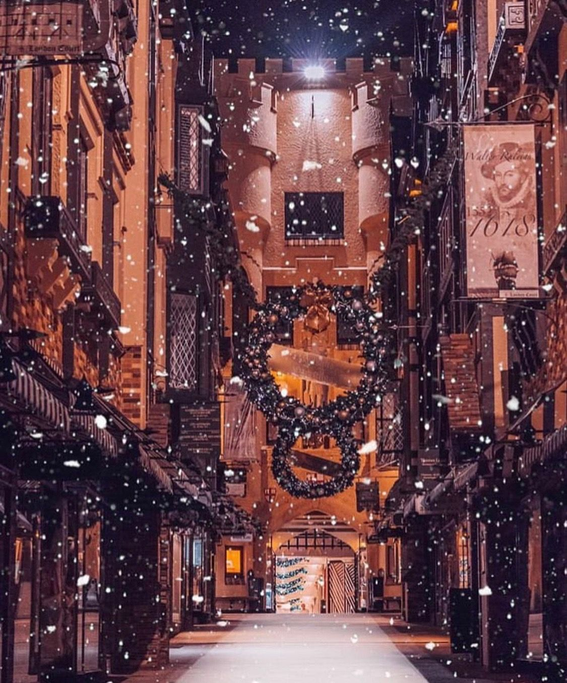 London Court Perth With Snow Machine Christmas 2018 London