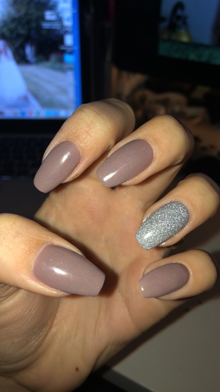 Coffin Shaped Nails With A Glitter Accent Nail These Are Dipping Powder Nails Not Gel Or Acrylic Coffin Shape Nails Glitter Accent Nails Gel Nail Extensions