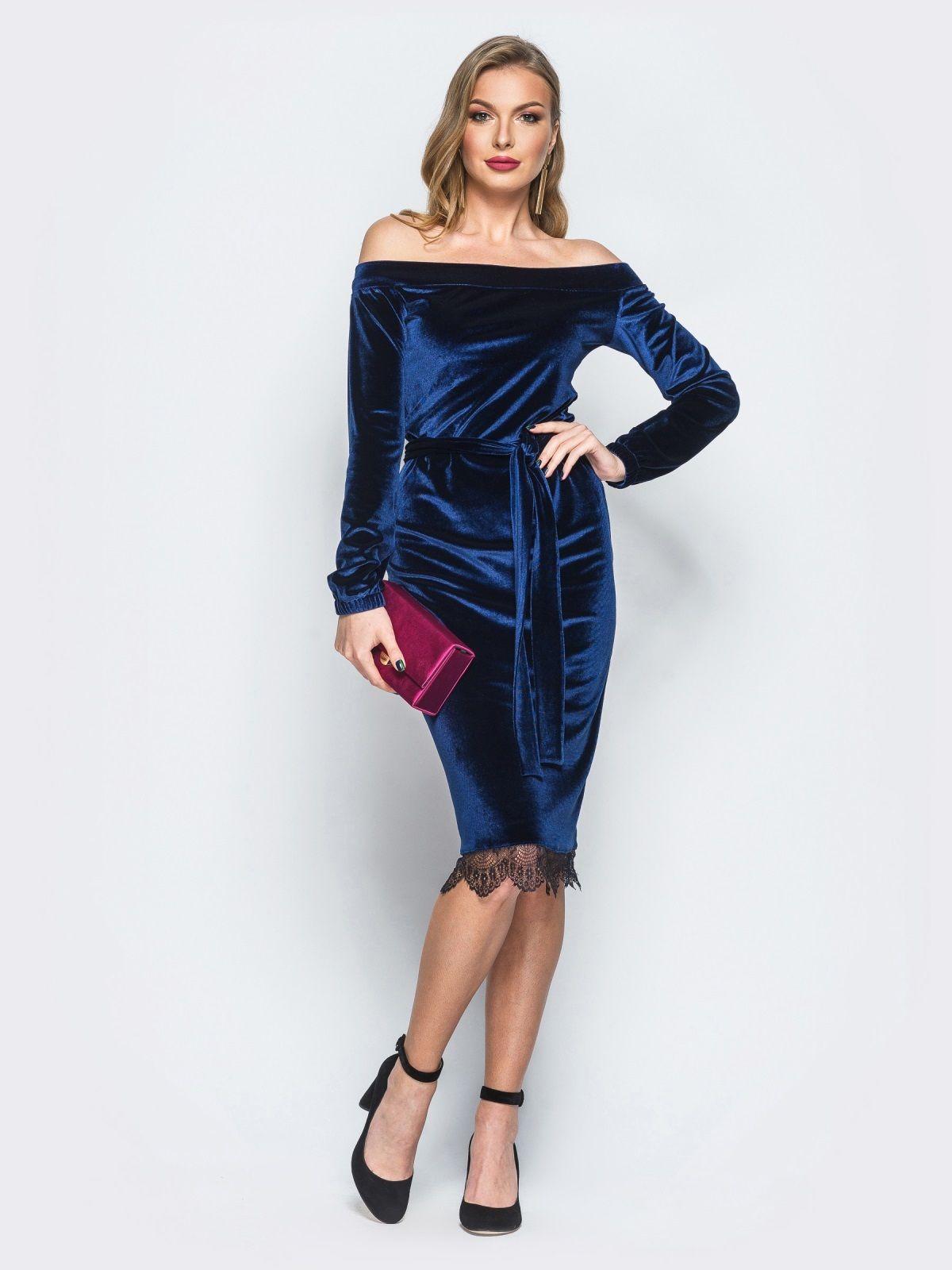 Платье синего цвета из велюра с открытыми плечами - 18134, фото 1 – интернет - e6903339d31
