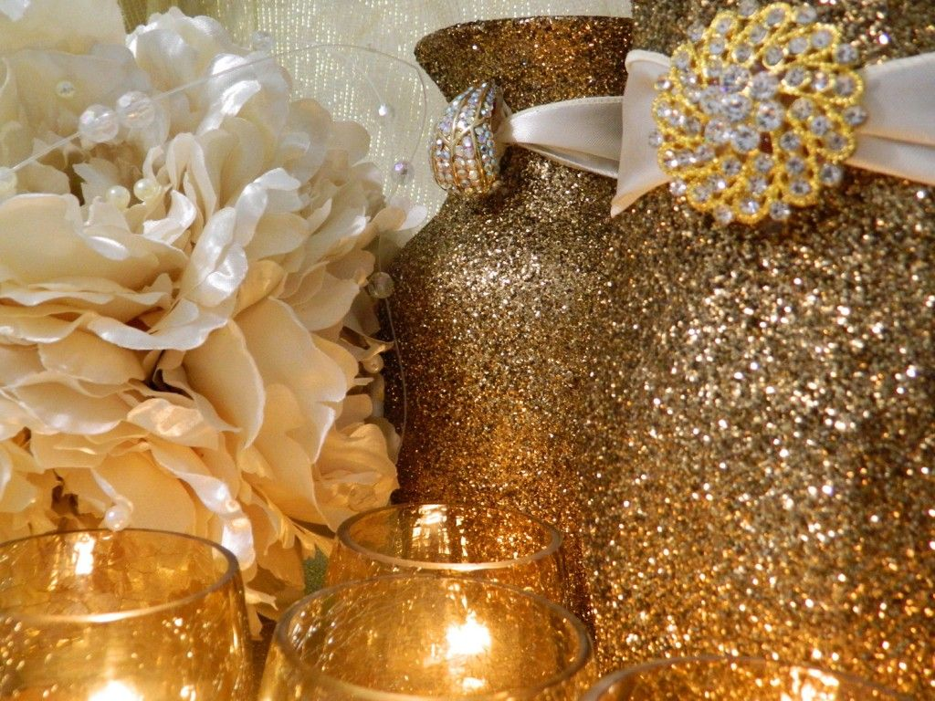 Glass vases in glitter