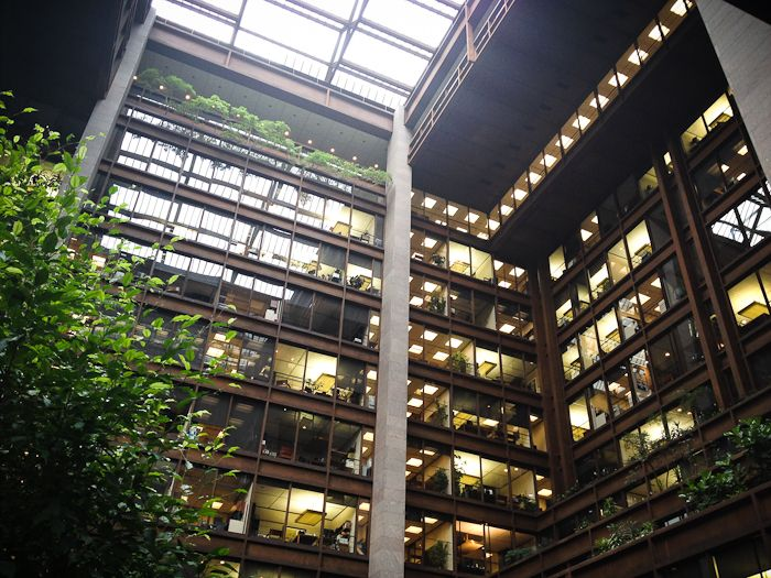 Ford Foundation Building Offices With An Awesome Interior View House Design Architecture Beautiful Space