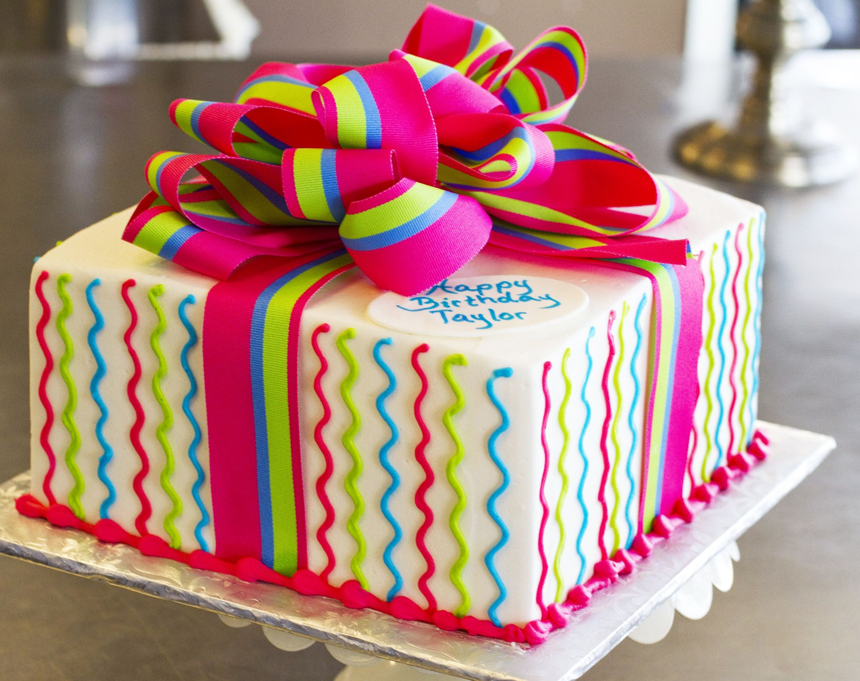 A lovely Dewey's gift box cake!