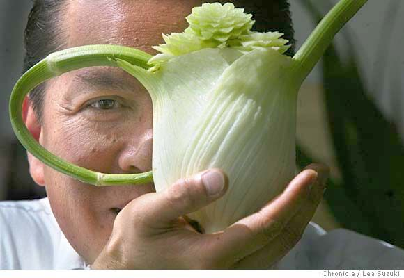 Fennel Vase by vegetable carving artist Arthur Escota. Photo by Lea Suzuki. via sfgate #Fennel #Vegetable_Carving #sfgate #Arthur_Escota #sfgate