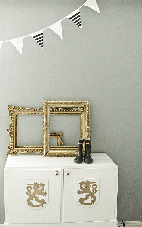 Love the empty frames