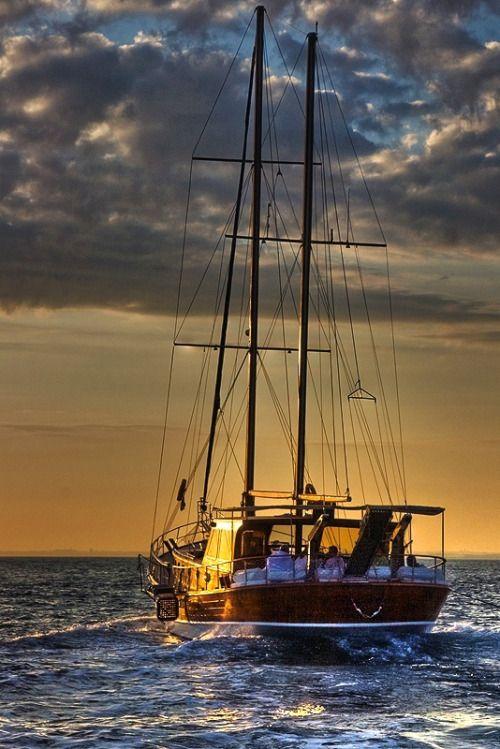 Istanbul, sailing