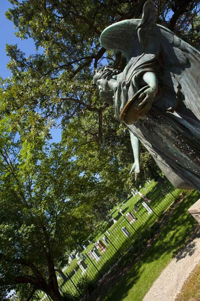 13 Of Iowa S Most Spooky Spots Black Angel Of Fairview Cemetery Council Bluffs Iowa Travel Haunted Places Most Haunted