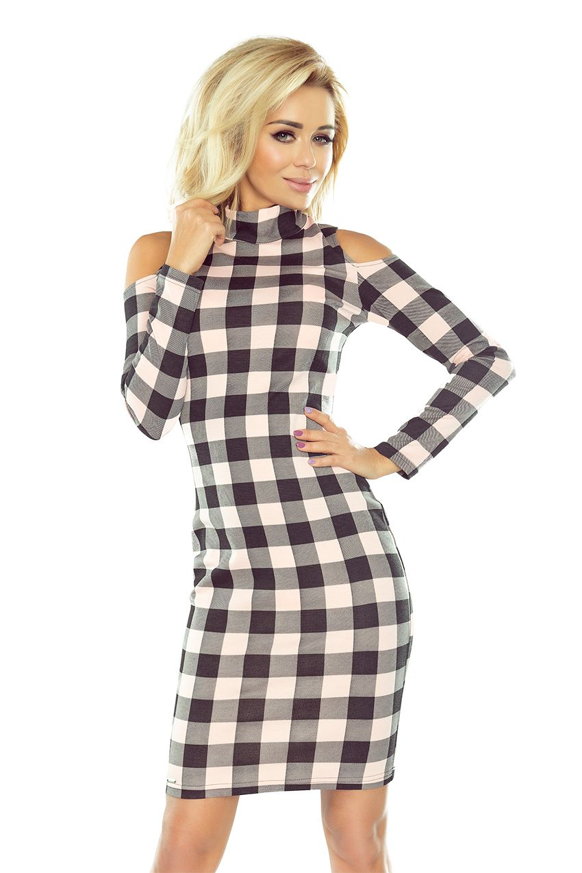 52118121c3 Sukienka numoco z półgolfem i wycięciami na ramionach. Uszyta z materiału w  różowo-czarną kratkę. www.numoco.com