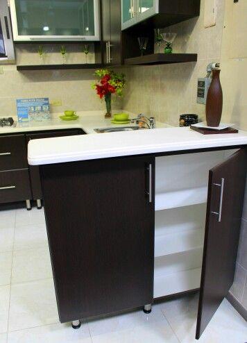 aprovecha cada espacio en los muebles para guardar tus enseres en la cocina cocina