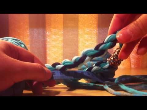 Como hacer Collar de trapillo caracol - YouTube