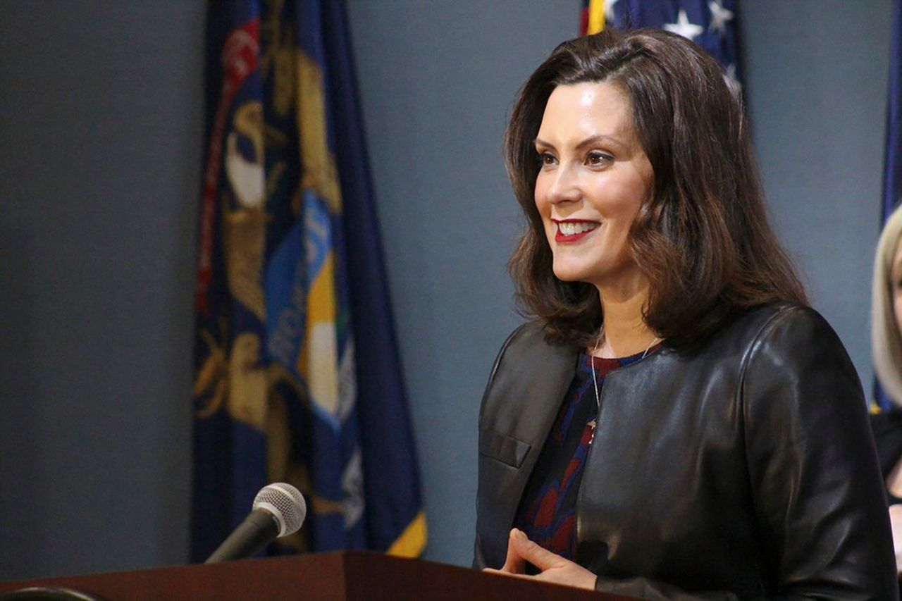 Michigan Gov Gretchen Whitmer Signs Trio Of Orders Including One To Help Teenage Workers In 2020 Michigan Gov Michigan Governor