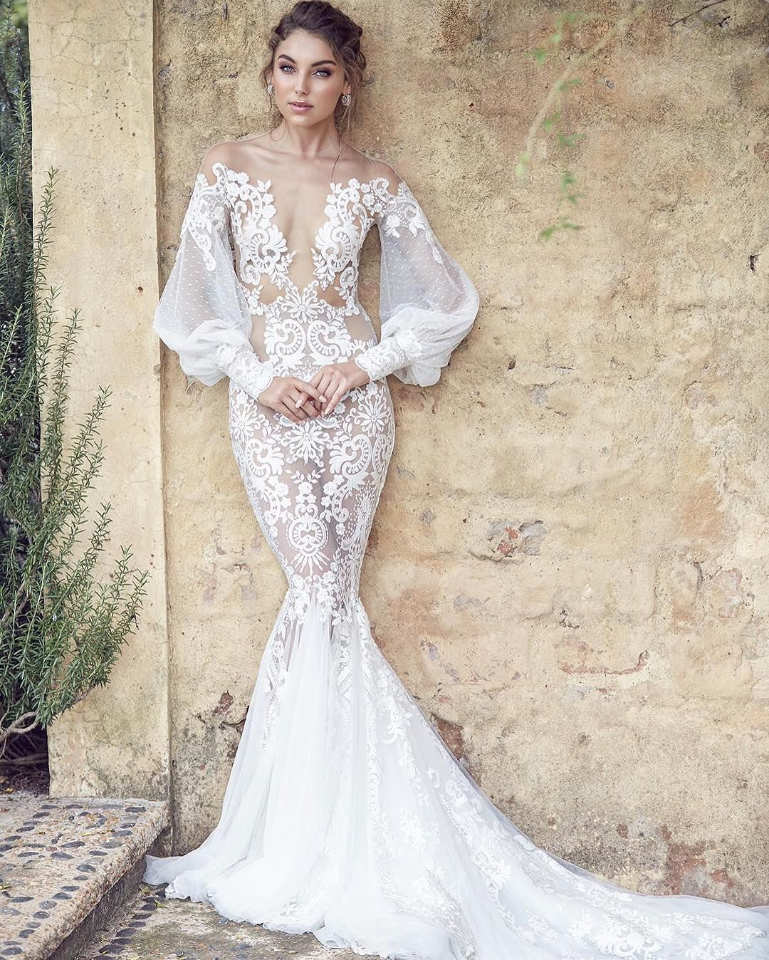 We are dying over this stunning full-sleeved @leahdagloria wedding ...