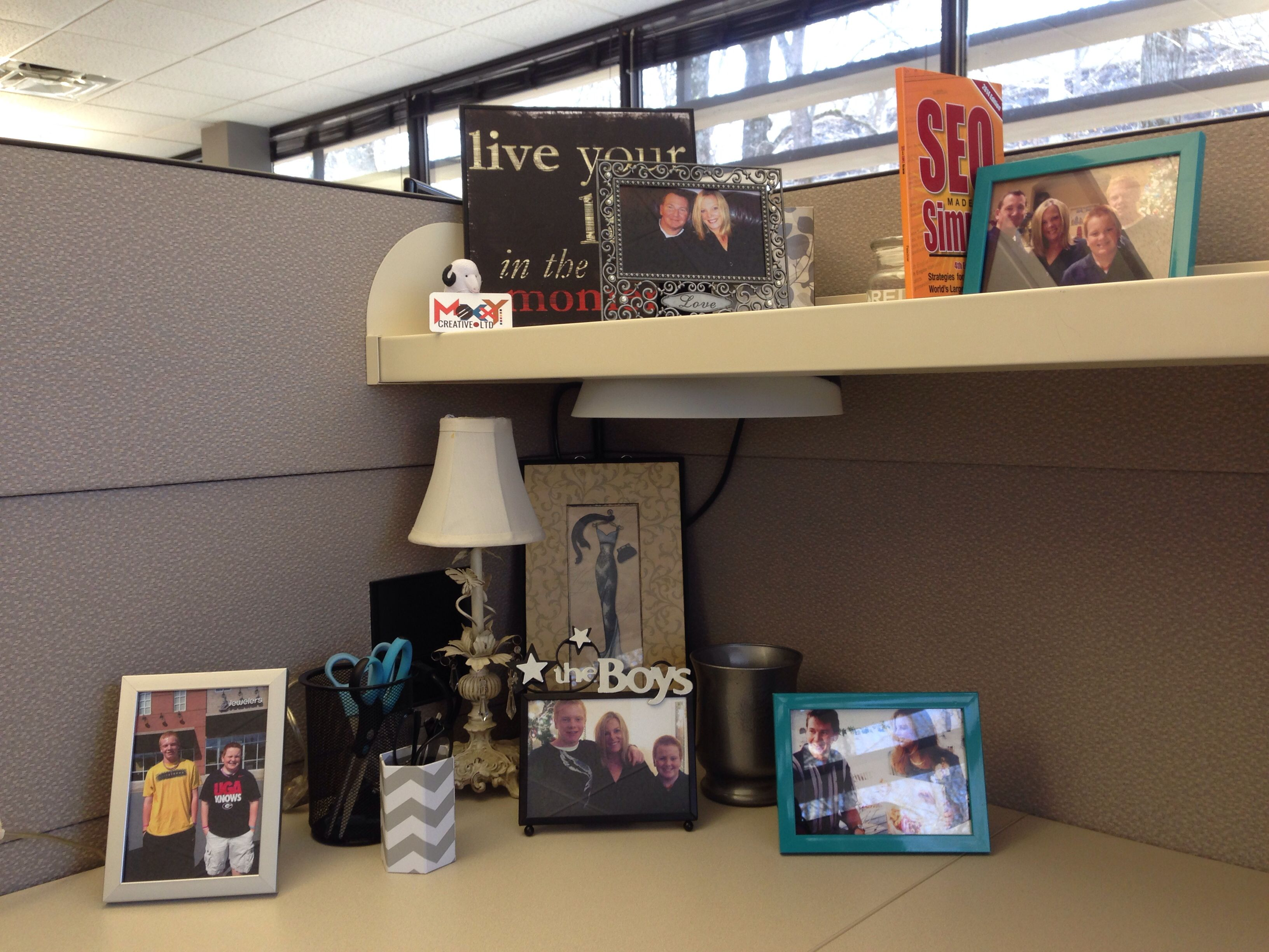 More cubicle decor business professional work it for Professional decorator