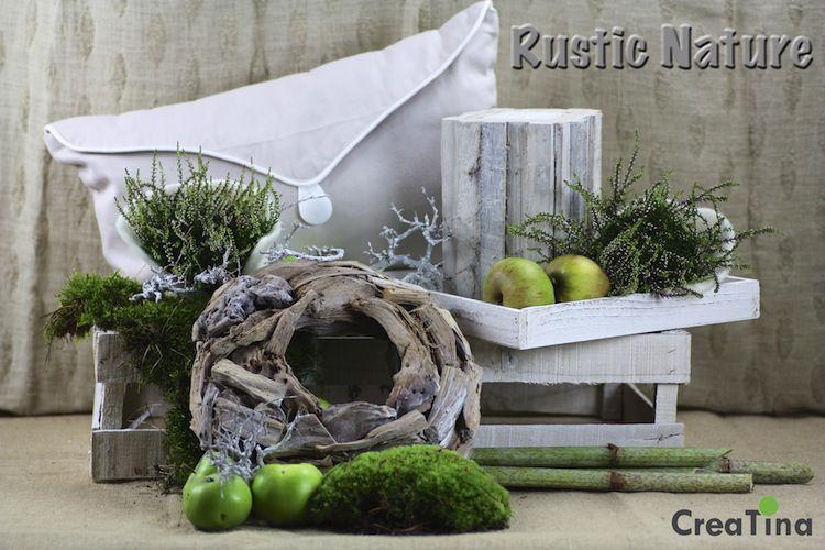 Mit unserem Programm Rustic Nature holen Sie sich den Herbst in seiner ursprünglichen Art zu sich nach Hause. Kissen, Kranz, Holzkerze und Tablett für Ihre Deko.