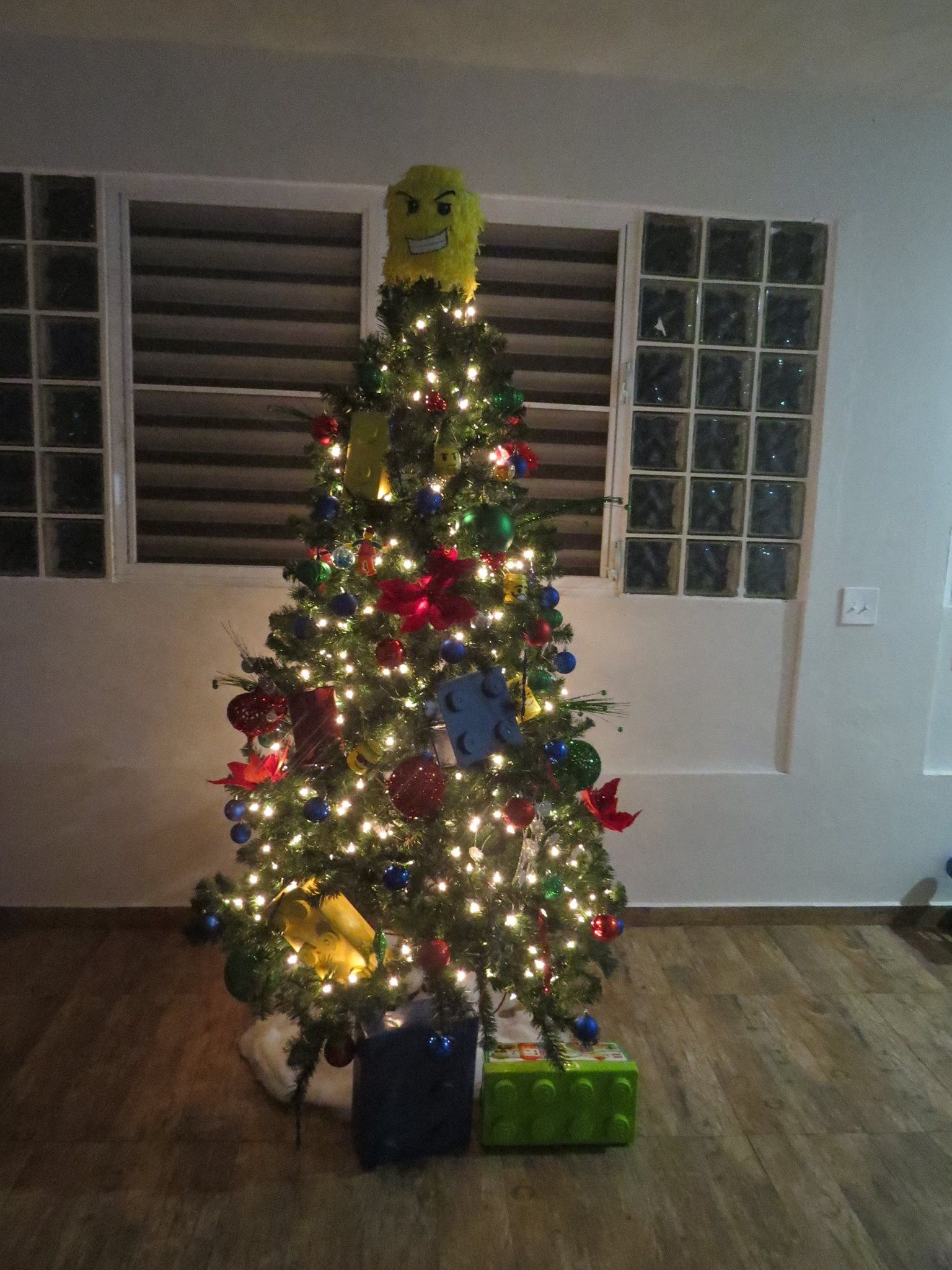 Pin by rosa ivette on lego christmas tree pinterest lego