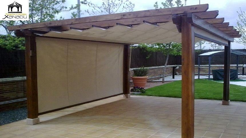 Pergola de madera clasica con toldos verticales pergolas for Toldos para patios