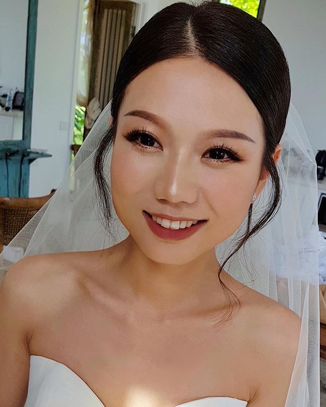 "Sophie Lau on Instagram: ""Daisy @dzlinn Dress @pronovias Venue @stonesoftheyarravalley Makeup and hair by Sophie Lau @sophielaumakeup‬‬ . . . . . . . . . . . . .…"""
