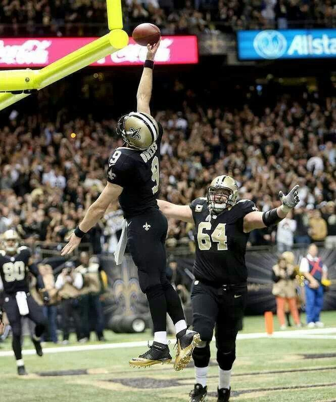 Saints Drew Brees Dunking The Football After A 9 Yard Touchdown Run New Orleans Saints New Orleans Saints Football Lsu Fans