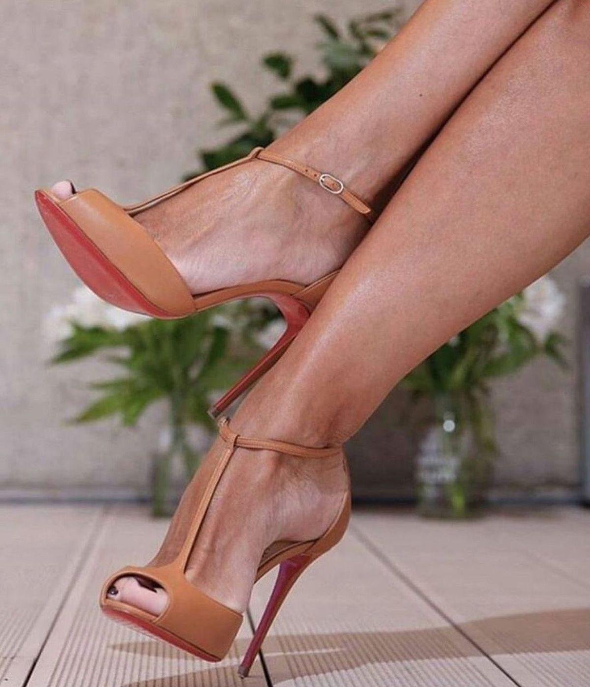 Pin By Agunia On Shoe Fashion And Handbag Heels Stiletto Heels High Heel Boots