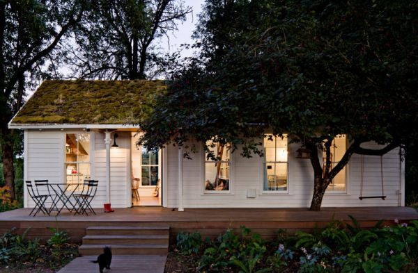 A Small But Beautiful Summer Home Used As A Permanent Residence Tiny House Swoon Beautiful Small Homes Tiny Cottage