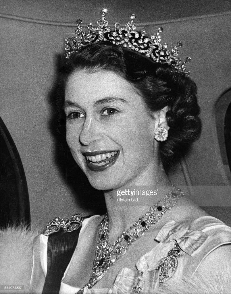Princess Elizabeth in car Princess elizabeth, Queen
